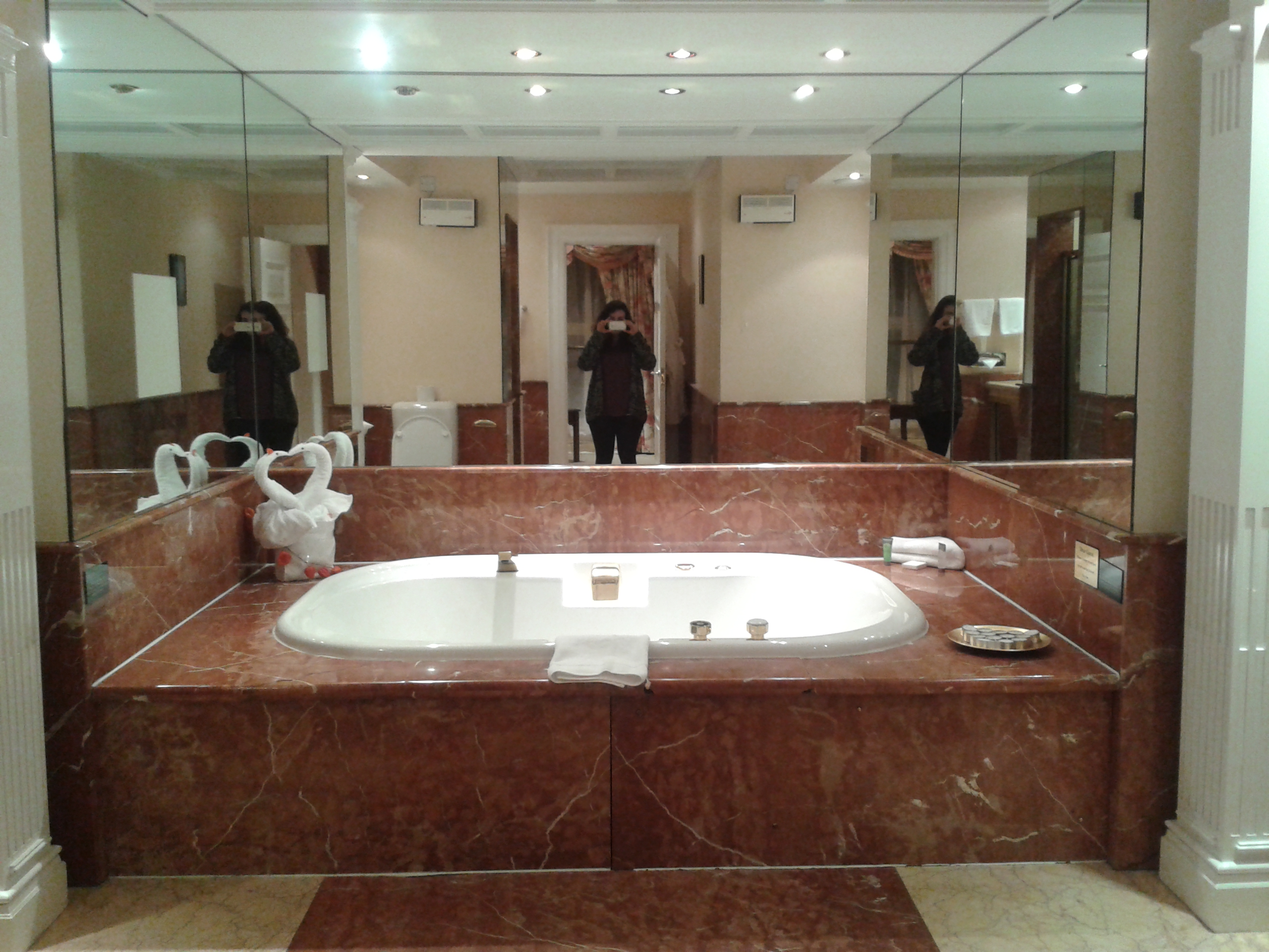 Famous Huge Bathtubs Ideas - The Best Bathroom Ideas - lapoup.com